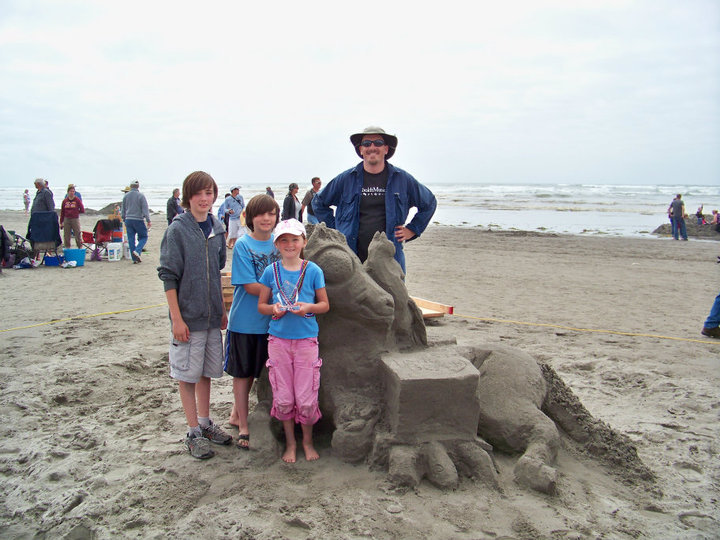 We reprised this theme for the 2009 Long Beach, Washington competition: note the horse's head is upright, the catfish is perched on the horse, and the turtle has a bigger box. Because Long Beach sand is cool.